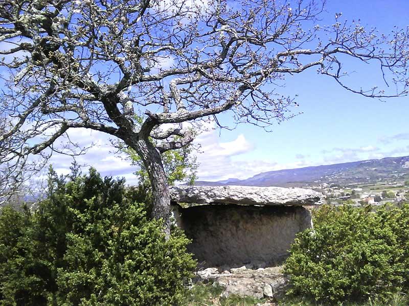 Un dolmen à Lussas
